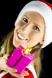 Srta. Santa que lleva a cabo un regalo de Navidad Foto de archivo