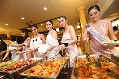 Srta. Tourism Queen Thailand 2017 del viaje de la excursión que acampa Foto de archivo