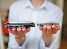 SSD gegen hdd lizenzfreies stockbild