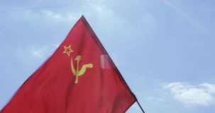 SSR的旗子反对天空的 股票录像