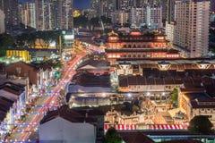 Sstreet con el templo budista en el Año Nuevo chino - Chinatown - S Imagenes de archivo