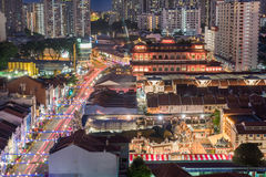 Sstreet met Boeddhistische tempel bij Chinees Nieuwjaar - Chinatown - S Stock Afbeeldingen