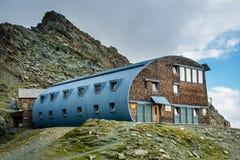 Stà ¼ dlhà ¼ tte schronienie pod Grossglockner górą w Wysokim Tauren Na Obraz Stock