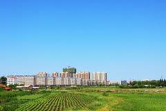 Städtische Ackerlandlandschaft Stockbilder