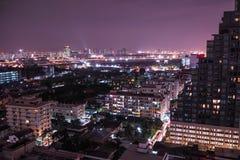 Städtische Ansicht an der Nachtzeit Stockfotografie