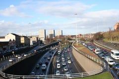 Städtische Autobahn an der Hauptverkehrszeit stockfotos