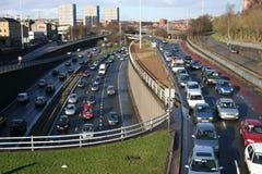Städtische Autobahn an der Hauptverkehrszeit Lizenzfreie Stockbilder
