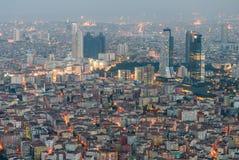 Städtische Dichte mit Wolkenkratzern und residentials Stockfotografie