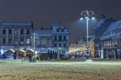 Städtische Einbruch- der Nachtszene des Weihnachtswinters Lizenzfreie Stockfotos
