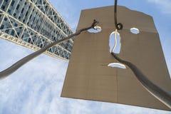 Städtische Kunst, Skulptur David und Goliat1992, durch errichtende Antoni Llena- und Hotel-Künste, tragen Olimpic, Barcelona stockfotos