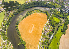 Städtische Landschaft mit Fluss Lizenzfreies Stockbild