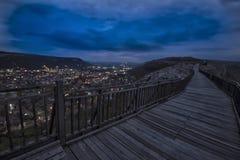 Städtische Stadtansicht Ansicht von Provadia-Stadt in Bulgarien von Ovech-Festung stockfotos