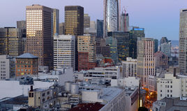 Städtische Stadtbildszene mit fest verpackten Gebäuden und Wolkenkratzern in San Francisco eine Stadt gelegen auf dem Ring des Fe Stockbilder