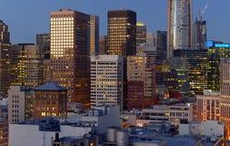 Städtische Stadtbildszene mit fest verpackten Gebäuden und Wolkenkratzern in San Francisco eine Stadt gelegen auf dem Ring des Fe Stockfotografie