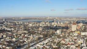 Städtische Vogelperspektive von Dnipro-Stadtskylinen stock video