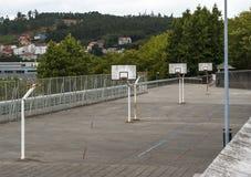 Städtischer Basketballplatz lizenzfreie stockfotos