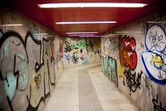 Städtischer Graffitihintergrund der Untergrundbahn Stockbild