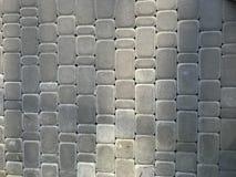 St?dtischer grauer Hintergrund des rauen Schmutzes von Pflastersteinen des Steinquadrats stockbild