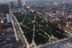 Städtischer Park nachts Lizenzfreie Stockfotografie