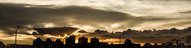 Städtischer Sonnenuntergang der Skyline in Bogota-Stadt lizenzfreies stockbild