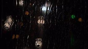 Städtischer Verkehr nachts Malen Sie Nachtlichter stock video