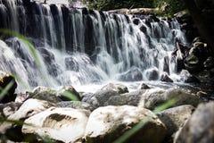 Städtischer Wasserfall stockbilder