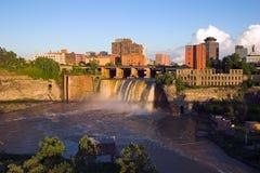 Städtischer Wasserfall Lizenzfreies Stockfoto