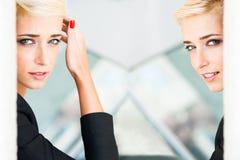 Städtisches Frauen-Portrait Stockfotos