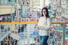 Städtisches Porträt der jungen Frau nahaufnahme lizenzfreie stockfotos