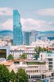Städtisches Stadtbild Radisson Blu Hotel On Background Of von Tiflis, lizenzfreie stockbilder