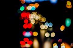 Städtisches Stadtnachtlicht bokeh Stockfotos