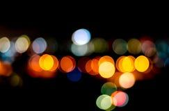 Städtisches Stadtnachtlicht bokeh, defocused Unschärfehintergrund Stockfotos