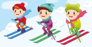 Ställ in att skida för pojkar Vintersportar på ungeferier barnskidåkare som tycker om snölandskap också vektor för coreldrawillus Arkivfoto