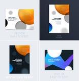 Ställ in av design av den mjuka mallräkningen för broschyren Färgglat modernt abstrakt begrepp, årsrapport med former för att brä arkivfoto