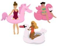 Ställ in av flickor med den uppblåsbara enhörningen, flamingo, svan Lyck?nsknings- kort, affischen, etc Vektorn avbildar isolerat royaltyfri illustrationer