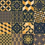 Ställ in av fyrkantiga keramiska tegelplattor med eleganta traditionella orientaliska modeller Packe av dekorativa prydnader som  royaltyfri illustrationer