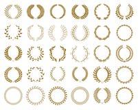 Ställ in av guld- utmärkelselagerkransar och filialer på vit bakgrund, vektorillustration vektor illustrationer