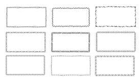 Ställ in av hand-drog klotterramar Skissa gränser vektor illustrationer