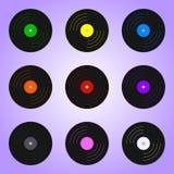Ställ in av kulöra vinylrekord som isoleras på violett bakgrund Feriebeståndsdel Vektorillustration för din design, lek, kort stock illustrationer