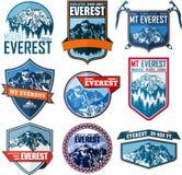 Ställ in av logo för det vektorEverest berget Emblem med högst peack i värld Klättra i berg etiketten stock illustrationer