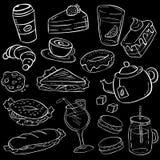 Ställ in av mat och mellanmålet för hand utdragen på svart tavlabakgrund vektor illustrationer