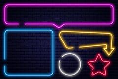 Ställ in av neontecken, pil, rektangel, fyrkant, cirkel och stjärnan Ljus ram för neon, glödande kulabaner royaltyfri illustrationer