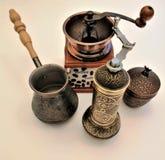 Ställ in av objekt för att mala kaffe royaltyfri fotografi