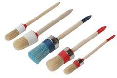 Ställ in av olika målarfärgborstar med trähandtaget isolerat arkivfoto