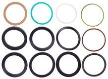 Ställ in av olika packningar isolaled på vit bakgrund Oljaskyddsremsor för hydrauliska cylindrar för industriellt arkivbild