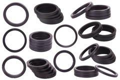 Ställ in av svarta packningar isolerat Oljaskyddsremsor för hydrauliska cylindrar för industriellt på vit bakgrund royaltyfri fotografi