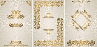 Ställ in av tre stilfulla inbjudningar för tappning med lyxig guld- garnering vektor illustrationer