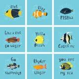 St?ll in av vektorillustrationer - en gullig tropisk fisk i vatten med bubblor Original- bokst?ver vektor illustrationer