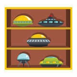 Ställ in den plana tecknad filmhyllan med ufo Arkivfoto