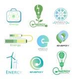 Ställ in energilogoer och emblem Planlägg beståndsdelar och symboler av kraftverket, elektricitet, vindturbinen, atomen, ekologib Fotografering för Bildbyråer